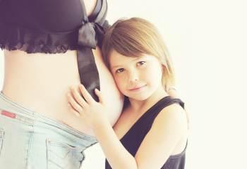 Zara modernise la ligne de vêtements de grossesse et on aime ça!