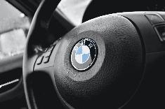 Présentation du modèle 330E bientôt disponible chez BMW