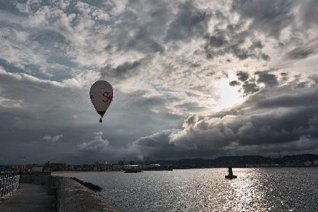 Spectacle en plein ciel pour les habitants de Gijón (Espagne)
