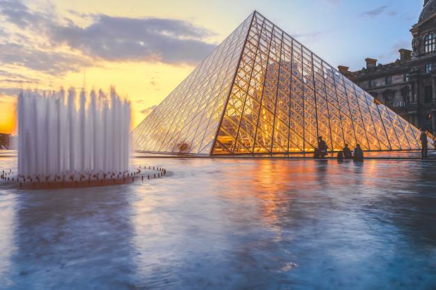 Télephone information entreprise  Prochaine ouverture du Musée du Louvre