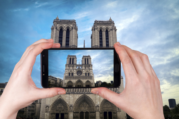Télephone information entreprise  Reconstruction de la flèche de Notre-Dame ?