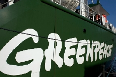 Greenpeace proteste contre le gouvernement