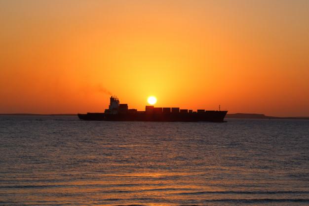 Mobilisation pour contenir la marée noire