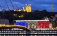 Emmanuel Macron décrète le deuil natio...