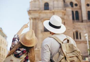 « Évitez l'Espagne et le Portugal dans vos destinations » recommande Clément Beaune
