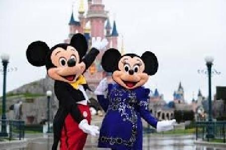 Plus de 2 000 prêts à être les agents de voyages nouveaux ambassadeurs de Disneyland Paris