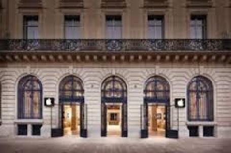 La célèbre boîte de nuit parisienne le Queen cède sa place à une boutique Apple