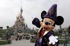 La perche à selfie interdite dans les parcs Disney