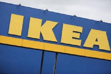 Ikea offre un kit pour fixer les commodes au mur