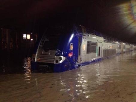 Le trafic de la SNCF toujours perturbé entre Marseille et Nice suite aux inondations