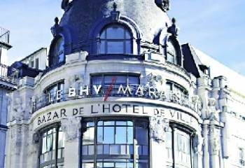 Le grand magasin BHV du Marais propose des sacs à main griffés de seconde main