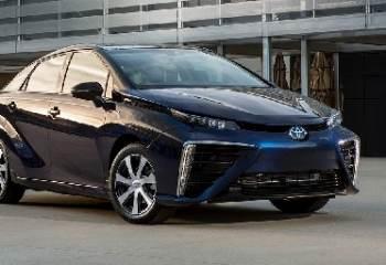 Toyota lance le premier véhicule équipé d'une pile à combustible