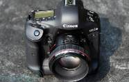Canon modifie son appareil photo EOS-1...