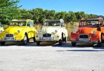 La Citroën 2 CV a toujours la pêche sur tous les terrains