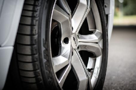 Le fabricant Bridgestone veut reprendre la chaîne Speedy