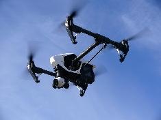 Un drone passe tout près d'un avion irlandais peu avant son atterrissage à l'aéroport de Roissy