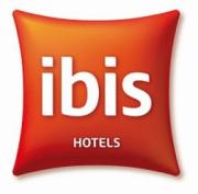 Vous pouvez faire votre réservation on line directement sur le site www.ibis.com/fr ou bien par téléphone.