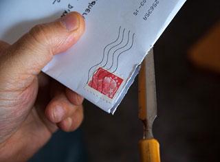 Où trouver l'adresse postale d'une entreprise?